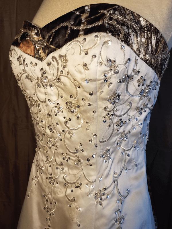 ATOC-0910 Elizabeth RHGHD Bodice Front Camo Gown (image)
