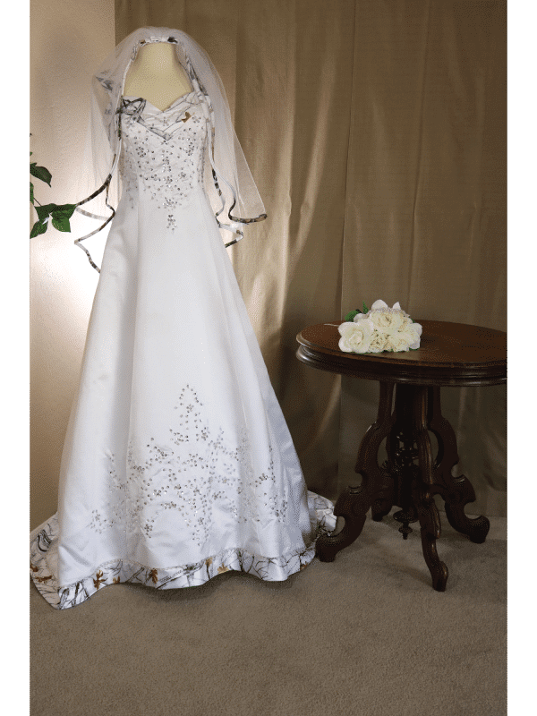 ATOC-0910 Elizabeth TTSF Full Front with Table Camo Gown (image)