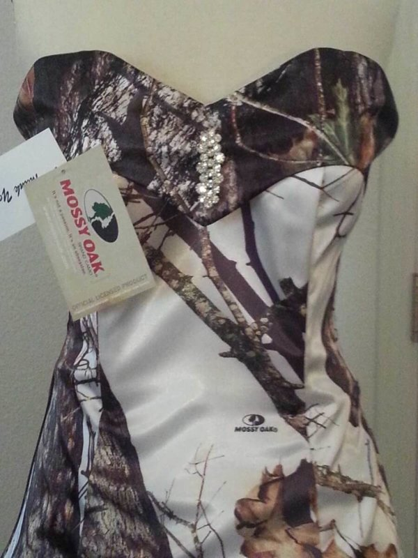 ATOC-32 Courtney Bodice Front Mossy Oak Winter Camo Gown (image)