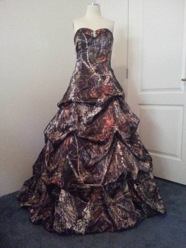 ATOC-32 Courtney Full Front Max4 Camo Gown (image)