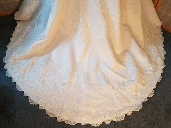 Chantilly Lace Straight Neckline wedding gown train details