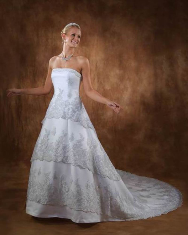 Chantilly Lace Straight Neckline wedding gown