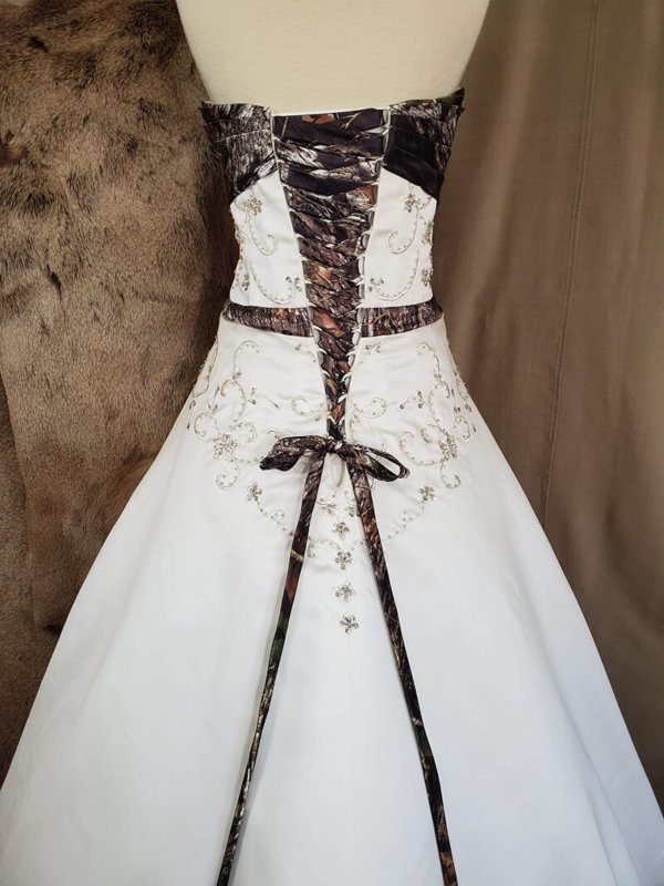 Camo wedding gown Anita Bodice Back