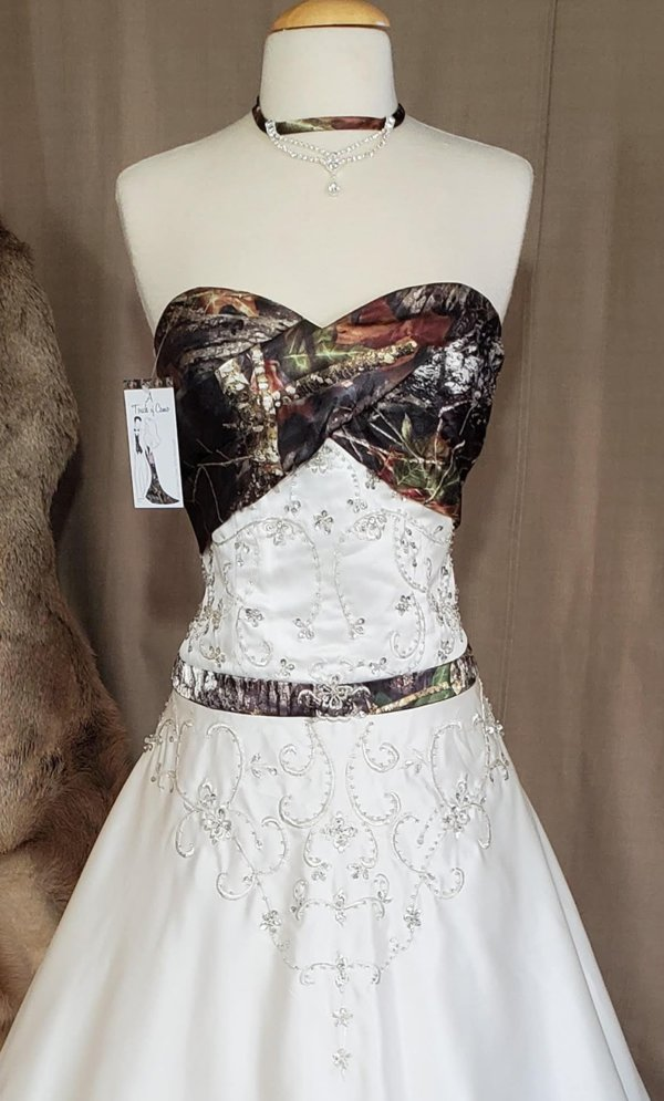Camo wedding gown Anita Bodice