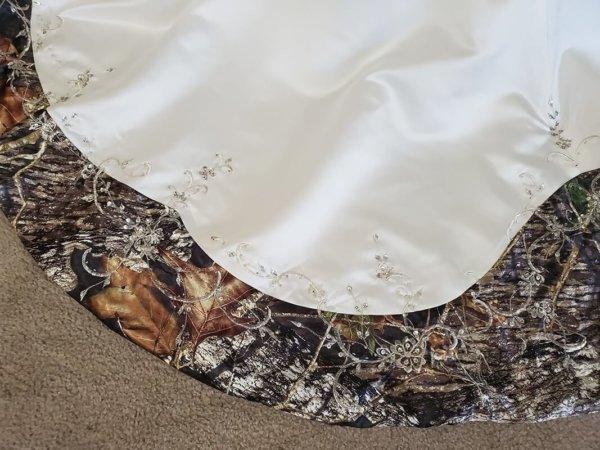 Camo wedding gown Anita Train Detail