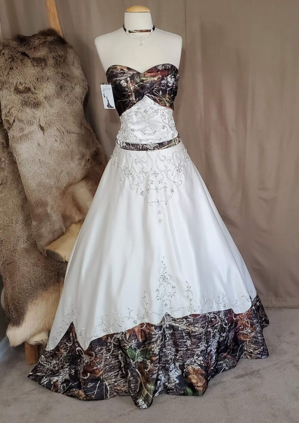 Camo wedding gown Anita Front