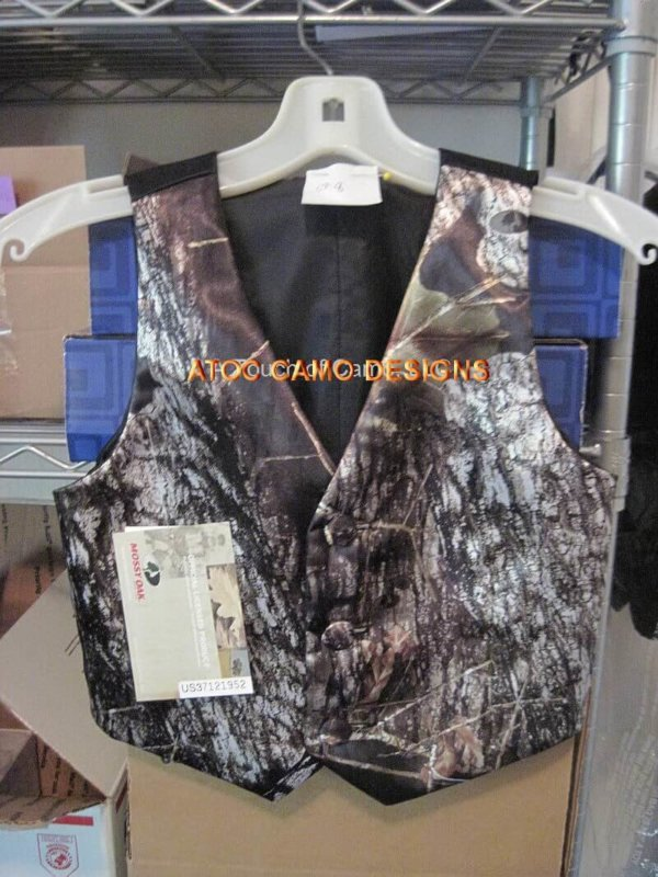 Youth 3 Button Camo Vest Back